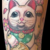 waving cat